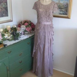 Adrianna Papell (12) Mother of Bride Lace Dress